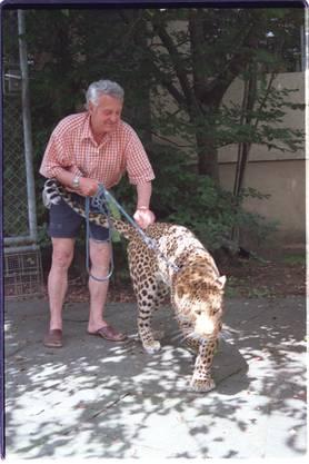 Auch nachdem das Bundesgericht im Juli 2003 ein Verbot aussprach, der Schlusspunkt eines fünfjährigen Rechtsstreits. Im Dezember 1998 hatte Leopard Ravi im Wald einen Hund schwer verletzt.