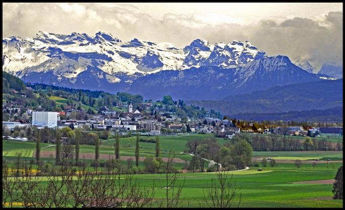 Fönlage vor uns in den Alpen