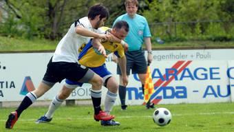 Der FC Dornach (weiss) wird mit Stefan Krähenbühl einen ambitionierten Trainer an der Seitenlinie haben.