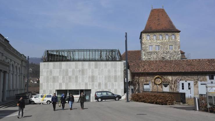 Stadtmuseum Aarau: Links der Neubau, rechts der alte Schlössli-Turm.
