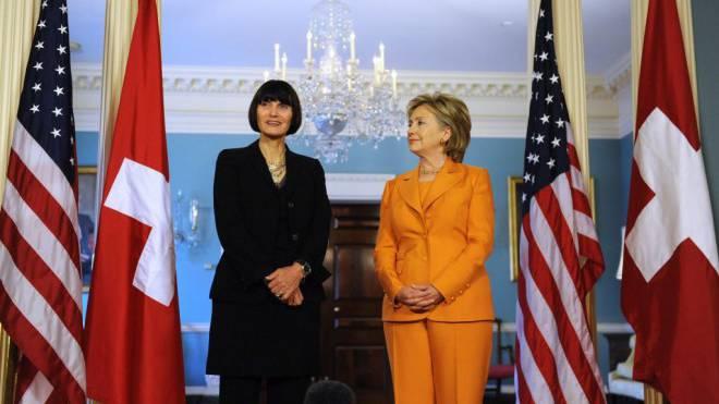 Exzellente Beziehungen: Die ehemaligen Aussenministerinnen Calmy-Rey (l.) und Clinton (r.). Foto: Keystone