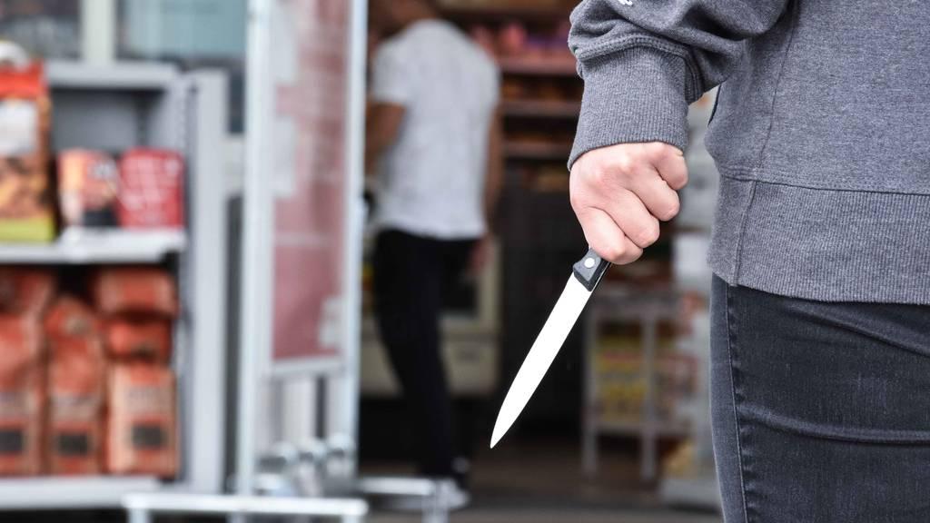 Mann mit Messer verletzt – mutmasslicher Täter verhaftet