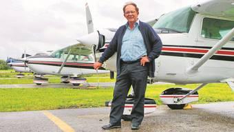 Tony Birrer ist mit Leib und Seele Fluglehrer und liebt seinen Beruf über alles. Seine Flugschüler schätzen die warmherzige Art und seine Geduld. Foto: Lara Eggimann