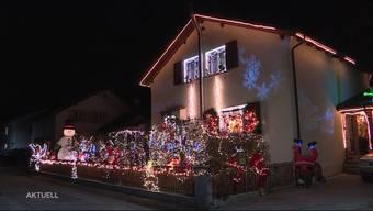 In Möriken und Wildegg strahlen zwei Wohnhäuser mit ihrer Weihnachtsbeleuchtung um die Wette.