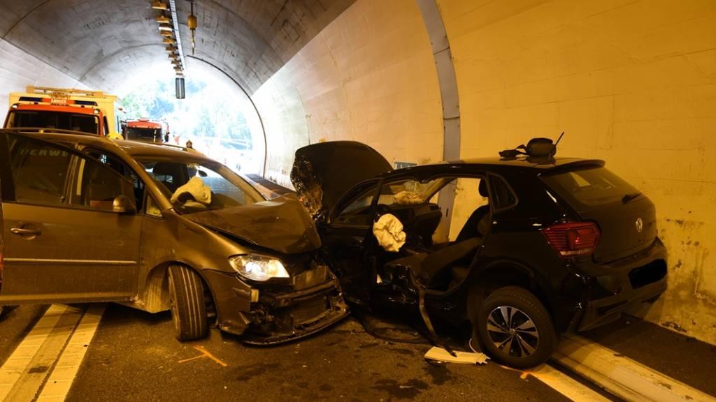 Drei Verletzte nach Frontalkollision in Tunnel bei Zillis