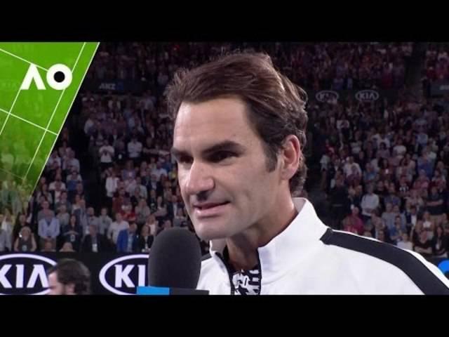 Roger Federer im Platzinterview nach dem Sieg gegen Mischa Zverev.