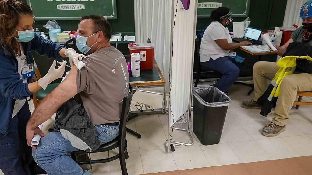Die halbe US-Bevölkerung hat mindestens erste Corona-Impfung bekommen