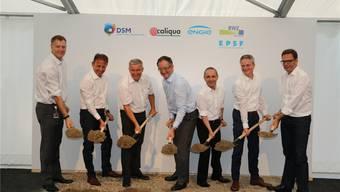 Rund sieben Jahre vergingen von der ersten Idee bis zum Spatenstich für das Holzheizkraftwerk Sisslerfeld. Der Bauarbeiten sollen im November 2018 abgeschlossen sein. Dennis Kalt
