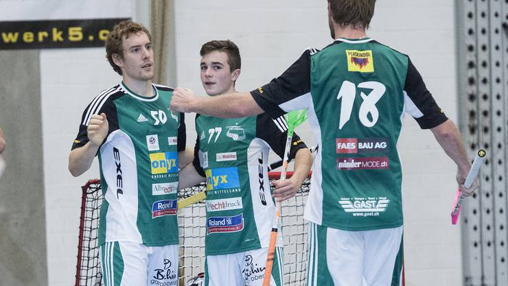 Patrick Mendelin, Deny Känzig, Adrian Zimmermann (von links) jubeln.