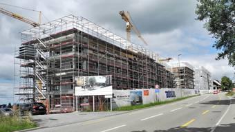 Beim Tag der offenen Baustelle werden die Baustellen im Leuen-Quartier besucht und Fragen rund um die Gesamtüberbauung beantwortet.