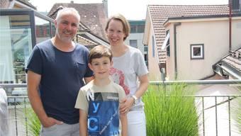 Peter, Loris und Nathalie Huber haben von ihrer Vorstadt-Wohnung aus den Rundumblick auf Solothurn.