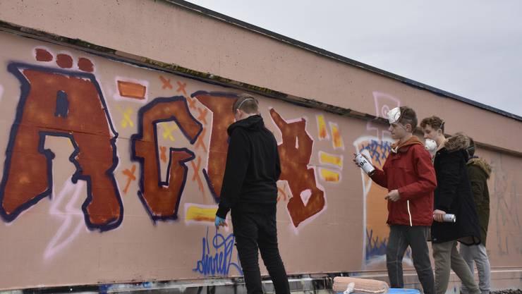 Im Workshop durften die Jugendlichen ihr eigenes Graffiti sprayen.