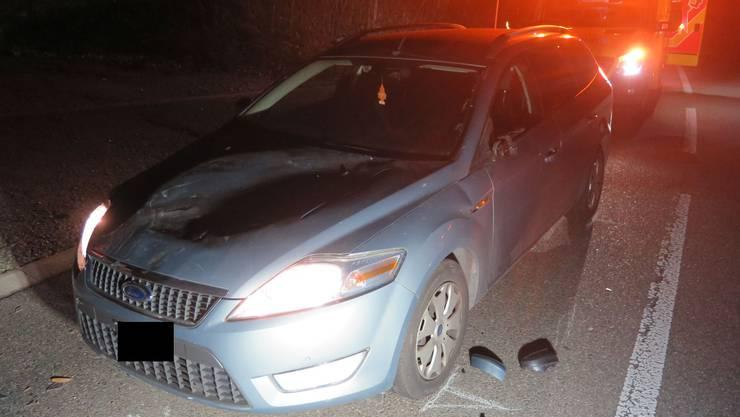 Das Auto der 53-Jährigen krachte in das Pferdefuhrwerk.