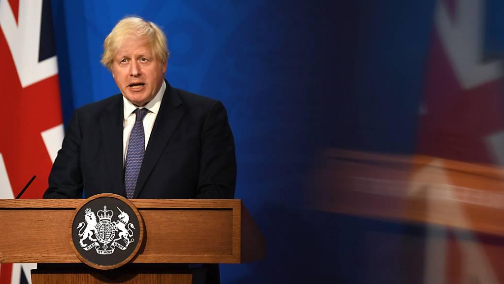 Grossbritanniens Premierminister Boris Johnson äussert sich bei einer Pressekonferenz in der Downing Street.