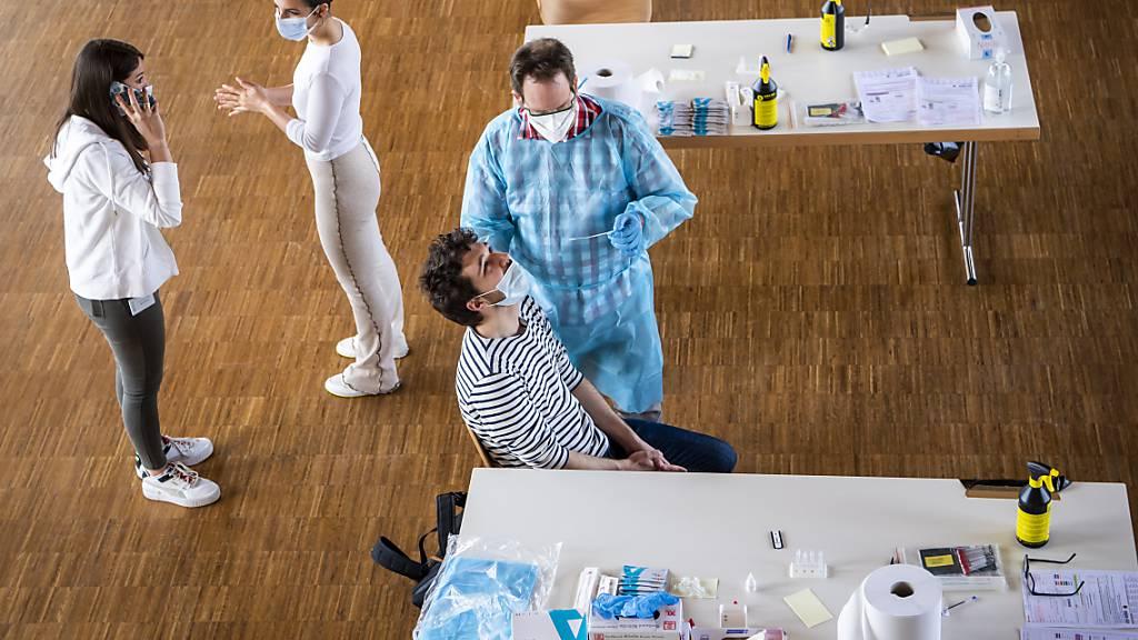Schnell- und PCR-Tests in einem Zentrum in Mont-sur-Lausanne. (Archivbild)