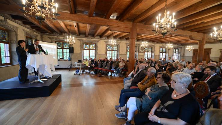 Verkehrskollaps in der Nordwestschweiz – nein danke! Bundesrätin Doris Leuthard im Schützenhaus im Gespräch mit Nationalrat Markus Lehmann.