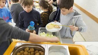 Mittagessen, Zvieri und Aufgabenhilfe sind tragende Elemente der schulischen Tagesangebote. (Archivbild)