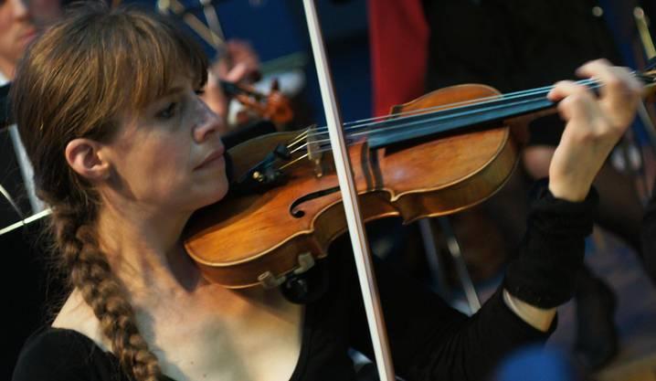 Susanne Dubach spielt Geige im Collegium Musicum Urdorf