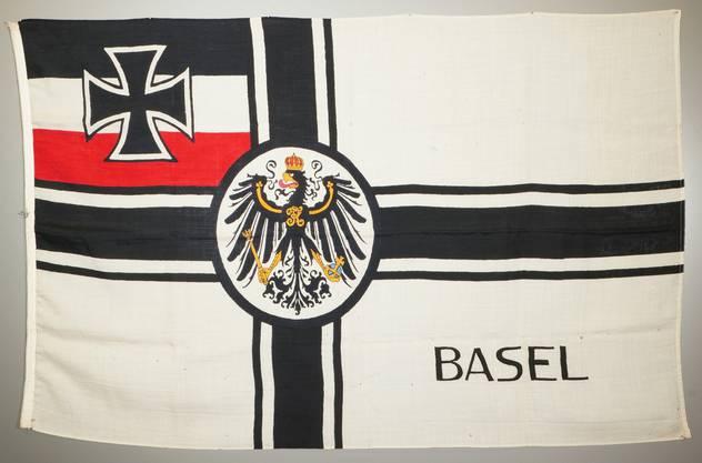 In Basel gab es noch 1922 vier rechte, deutsche Kriegervereine. Die Flagge dürfte von ihnen stammen. Die linken Deutschen aber wurden ausgewiesen.