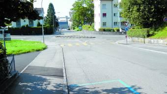 Unfallstelle: Der provisorische Kreisel aus Blickrichtung des verunfallten Velofahrers. uby