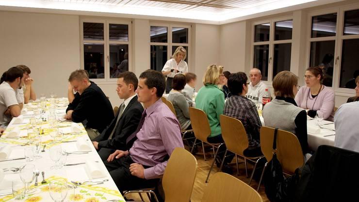 Die Wahldintikerinnen und -dintiker wurden mit Musik, Chlausklöpfen und feinem Essen begrüsst.  GG