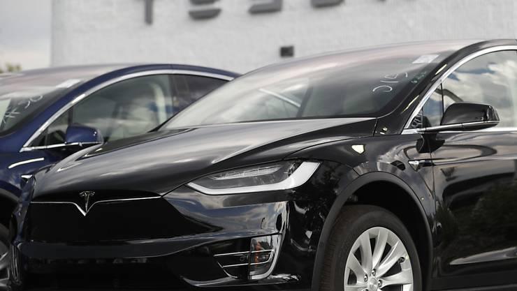 Chinesen sind die Tesla-Autos wegen der verhängten Zölle im Handelsstreit zu teuer: Der Absatz brach im Oktober ein. (Archiv)