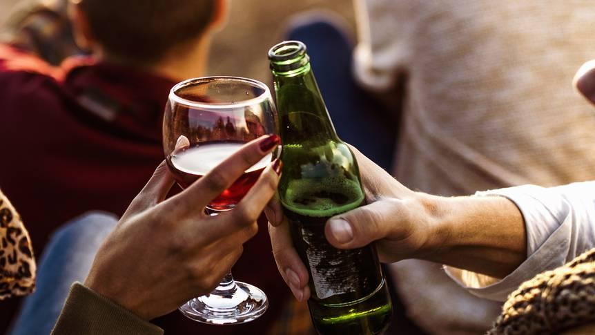 Bier oder Wein trinken – wie schützt du die Umwelt mehr?