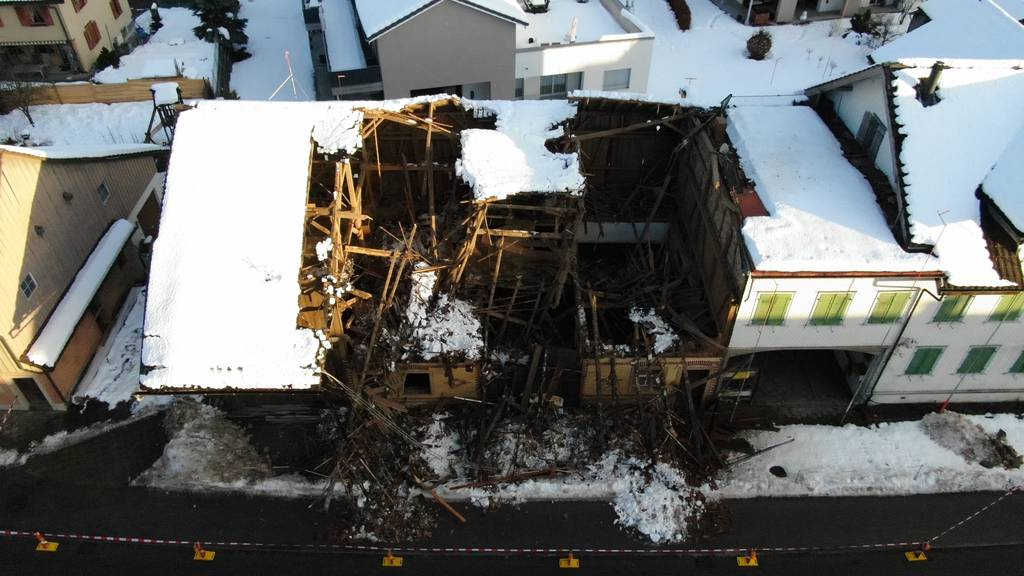 Scheune eingestürzt – Strasse gesperrt