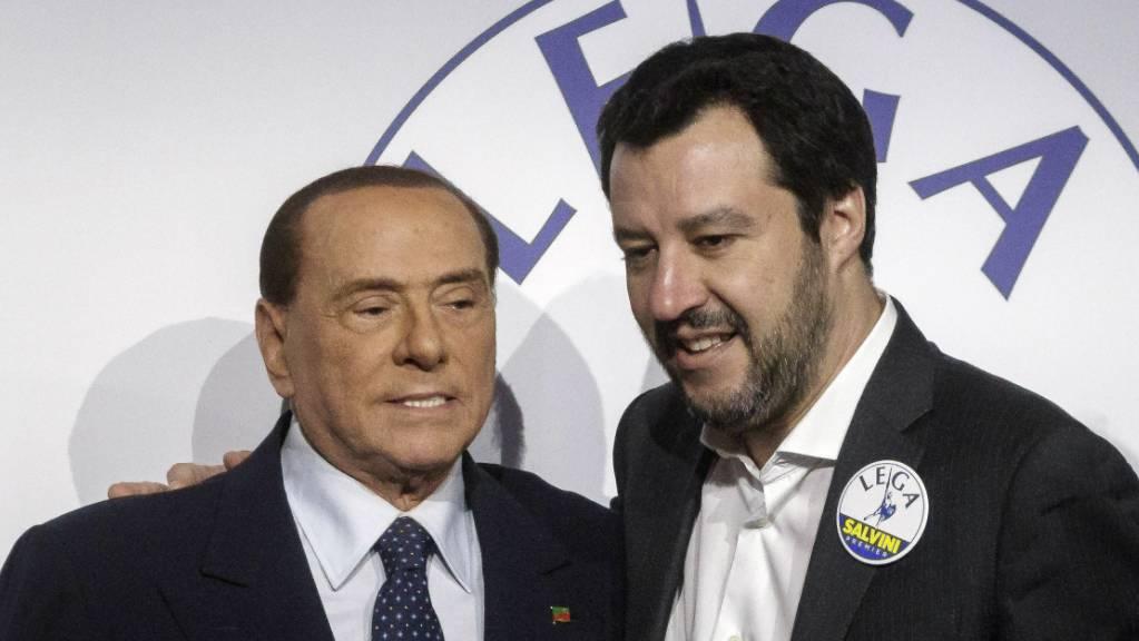 Die konservative Partei Forza Italia von Silvio Berlusconi (links) und der rechten Lega von Matteo Salvini sollen über einen Zusammenschluss nachdenken.