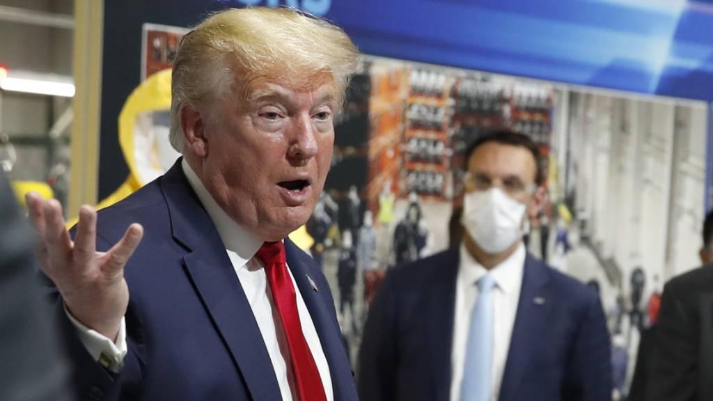 Trump trägt bei Fabrik-Besuch erneut keine Schutzmaske