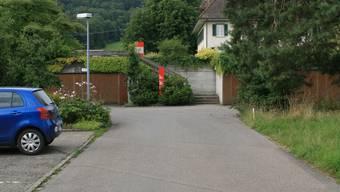 Umgestaltung: Ein neues Strassenstück wird zu einer neuen Treppe vor dem Pächterhaus führen. (pbe)