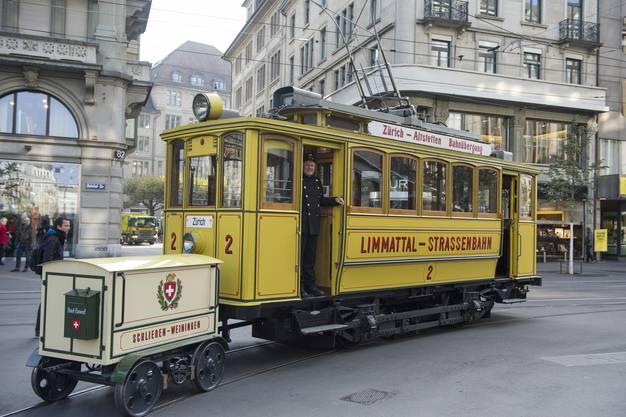Hanspeter Bühler vom Tram-Museum begleitete die Fahrt. Selbst im Limmattal aufgewachsen, ist auch er ein Befürworter der Limmattalbahn