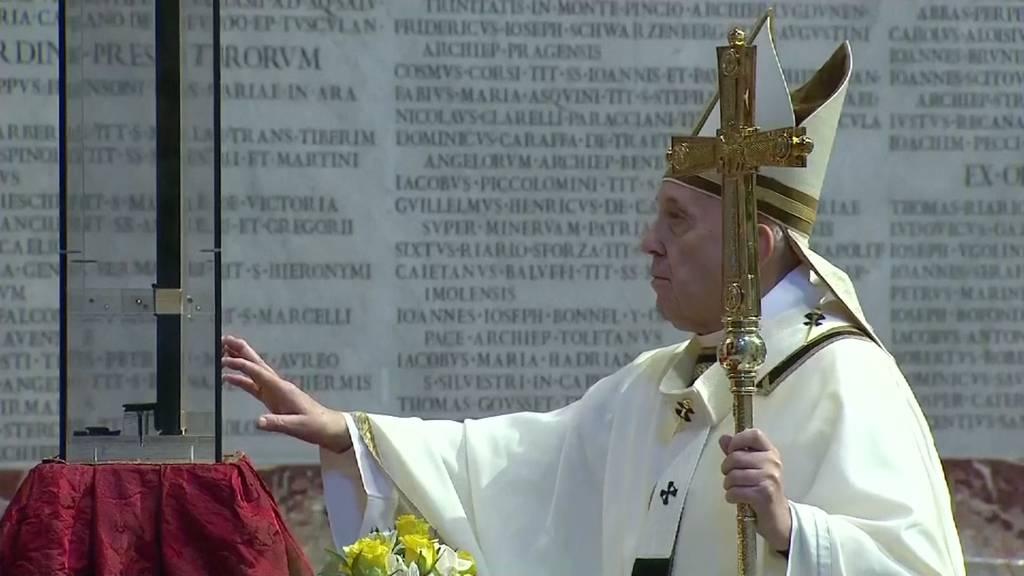 Papst feiert Ostern in leerem Petersdom