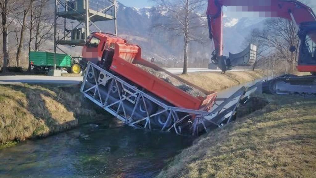 Kanalbrücke in Sevelen eingestürzt