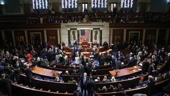 Das Repräsentantenhaus stimmt dem Amtsenthebungsverfahren zu.