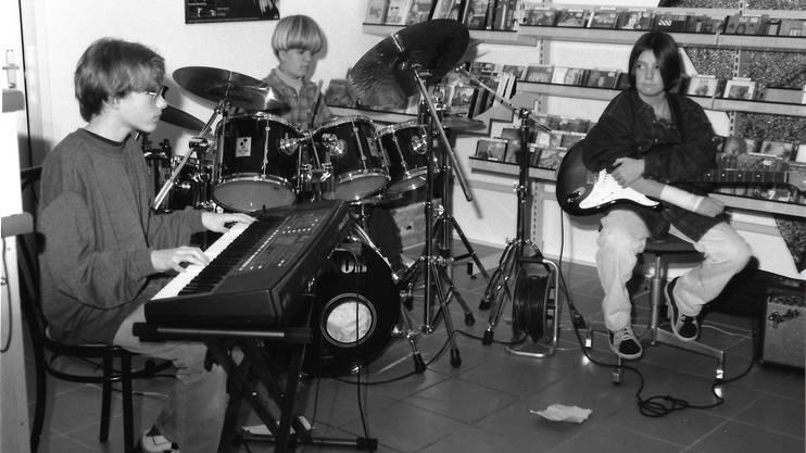 1996: Der allererste Auftritt von «Steamy» im Disc-Shop am Rain mit Steven Parry, Michael Hammer und Benno Ernst (v.l.).Iris Van der Sman