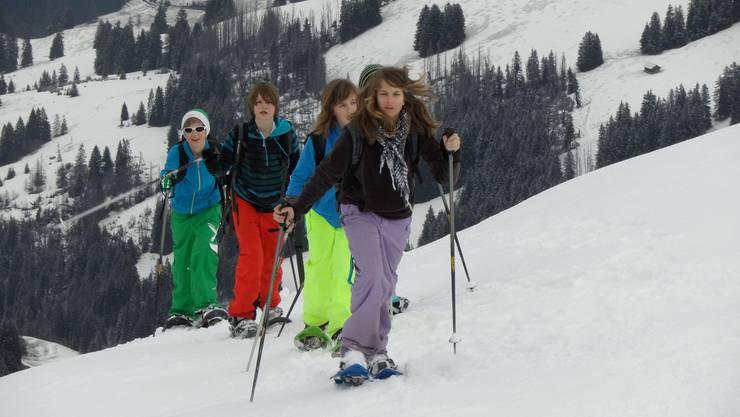 Täglich absolvierten die Weininger Schüler eine Schneeschuhtour. Die längste dauerte fast sieben Stunden.  zvg