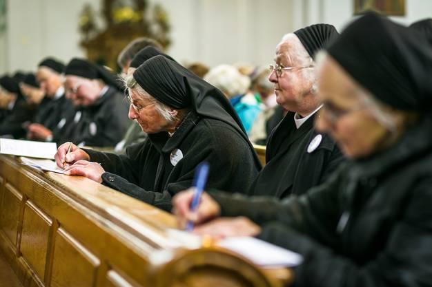"""Dass die Fahrer Nonnen so zahlreich erschienen, bezeichnete Bischof Markus Büchel als """"grosses, unglaublich schönes Geschenk""""."""