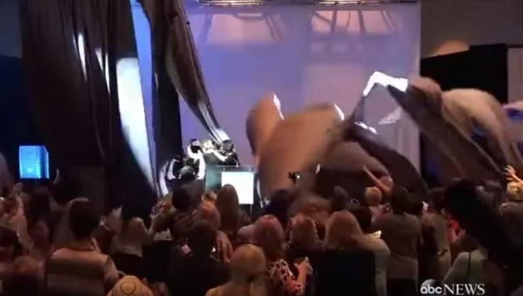 US-Wahlkampf: Trump-Konkurrentin fast von Bühnenkonstruktion erschlagen