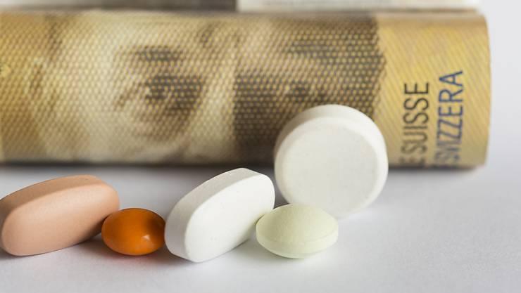 Da die Preise den Zugang zu lebenswichtigen Medikamenten bedrohen, soll der Bund laut der NGO Public Eye bei Extrempreisen mit Zwangslizenzen eingreifen. (Symbolbild)