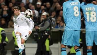 Reals Doppeltorschütze Cristiano Ronaldo (links) nimmt Mass