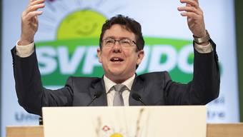 SVP-Präsident Albert Rösti will aufgrund der Verluste seiner Partei bei den jüngsten kantonalen Wahlen in Zukunft besser kommunizieren. (Archivbild)