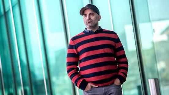 Der ehemalige Einbrecher und heutige Sicherheitsberater Hammed Khamis vor dem KKL in Luzern.
