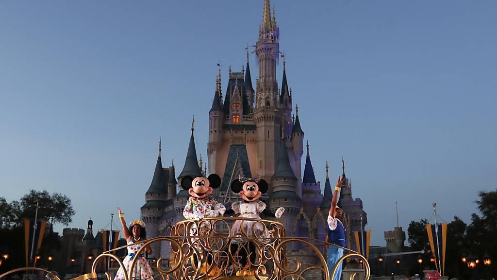 Freude bei Gross und Klein: Der Walt-Disney-Konzern will einige seiner Vergnügungsparks bald wiedereröffnen. (Archivbild)