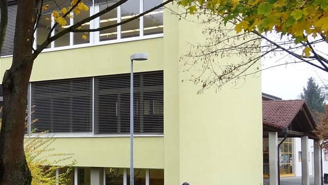 Das Schulhaus in Münchwilen, wie es sich zurzeit präsentiert.