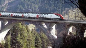 Er wird als erster SBB-Zug W-Lan für alle an Bord haben. Ob der Service kostenpflichtig wird, ist noch nicht bekannt.