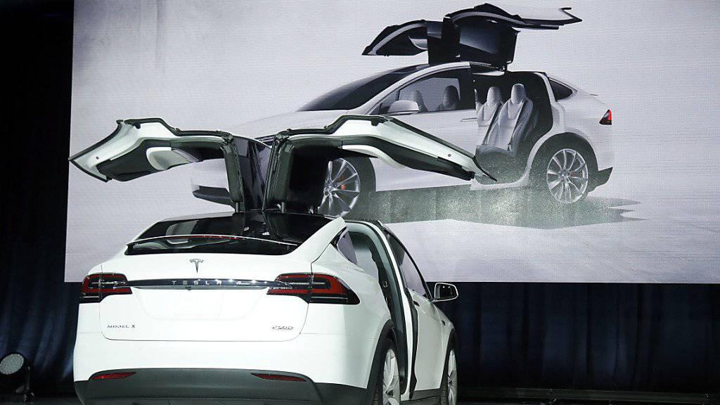 Die Markteinführung des Tesla-Modells X hat ordentlich gekostet und den Verlust beim kalifornischen Unternehmen vergrössert. (Archivbild)