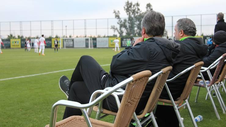 Trainer Marco Schällibaum auf der erweiterten FCA-Bank