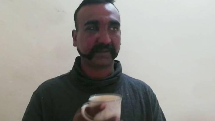 Soll am Freitag freikommen: Der am Mittwoch nach einem Luftangriff in Pakistan festgenommene indische Kampfpilot Abhinandan Varthaman.