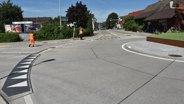 Beim Kreisverkehr kollidierte die Automobilistin mit einer 71-jährigen E-Bike-Lenkerin.